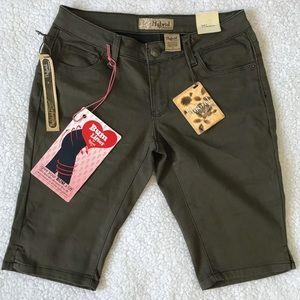 Hybrid & Company Bermuda Shorts